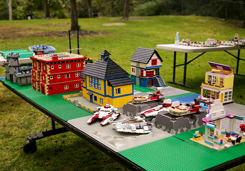 kids birthday party in Los Angeles with Lego super city